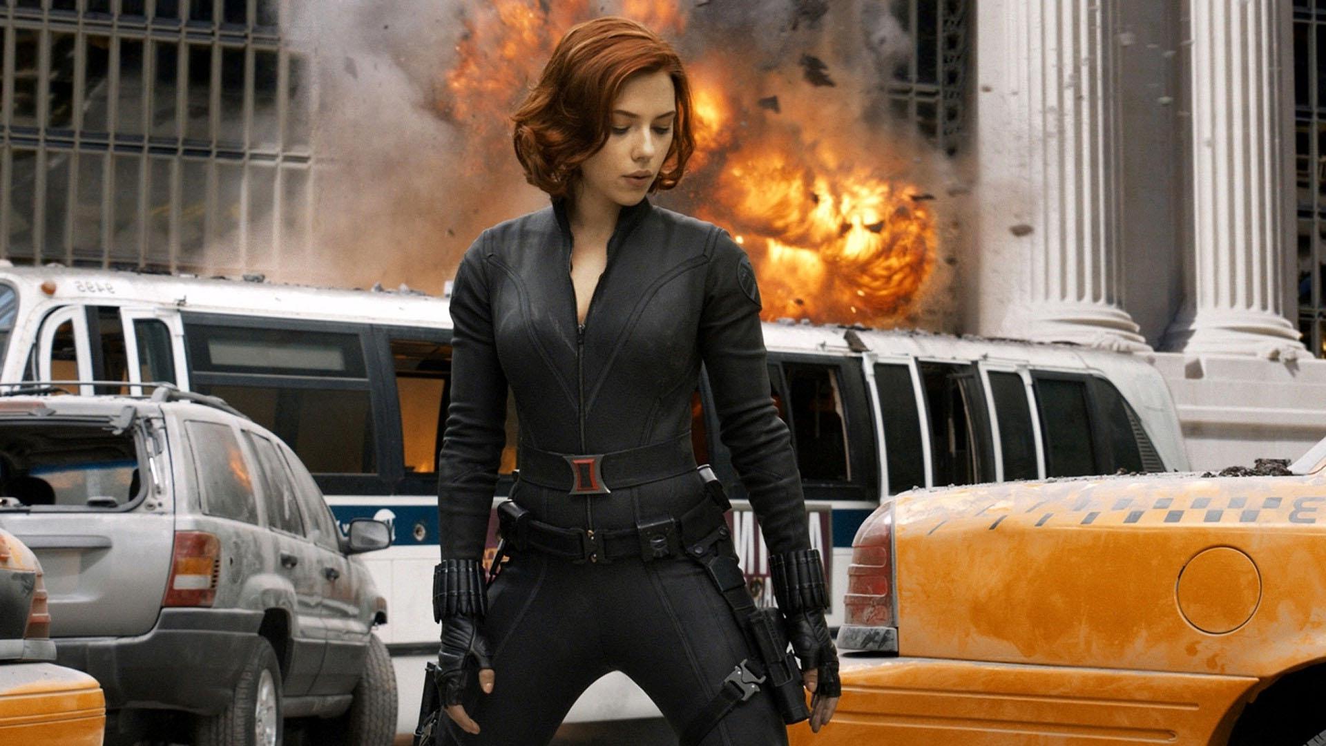 Ruda superbohaterka komiksu Marvela w czarnym kostiumie.