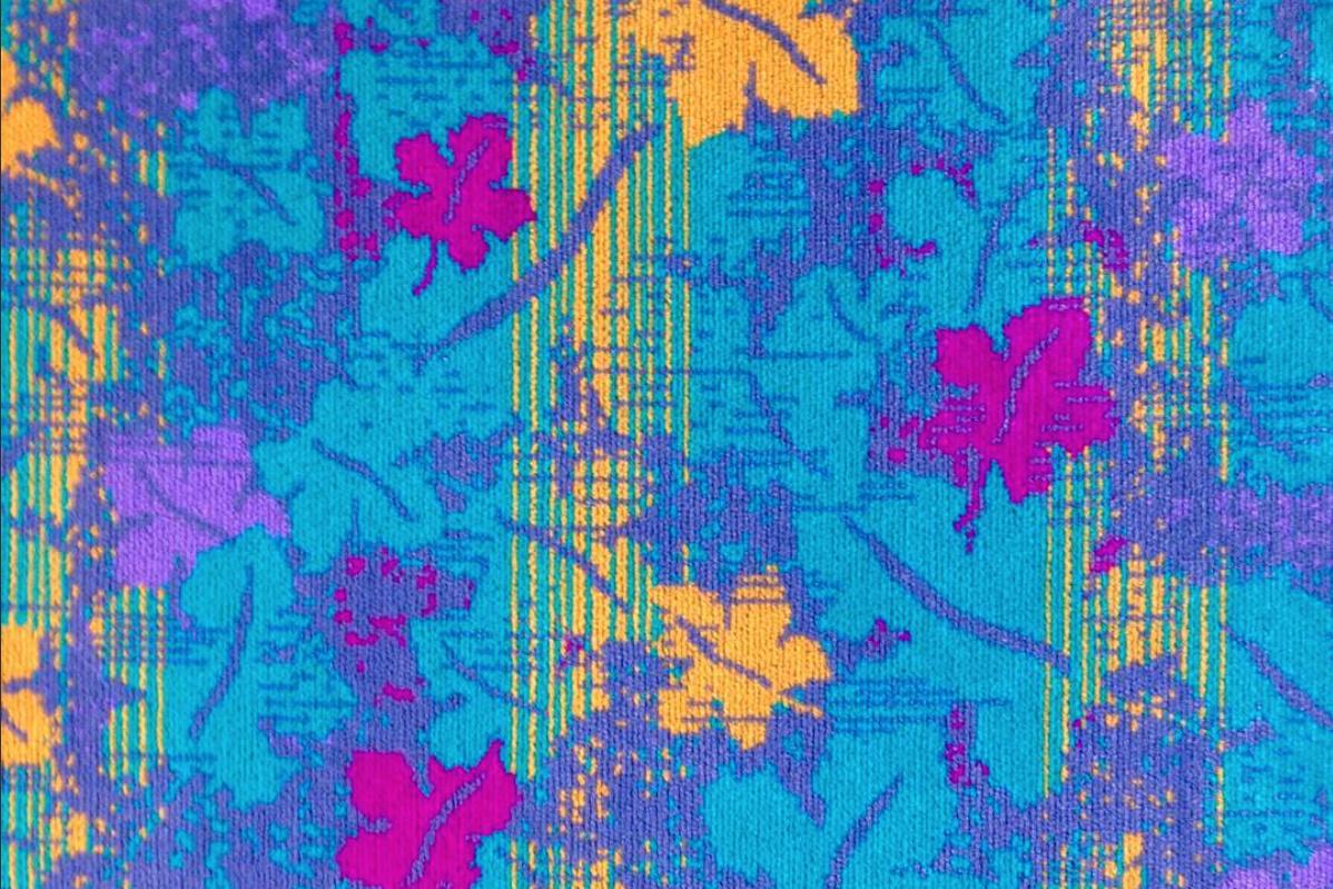 Niebieskie obiciefotela w kwiatki