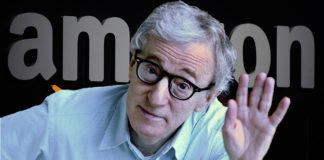 Woody Allen na tle banneru Amazon
