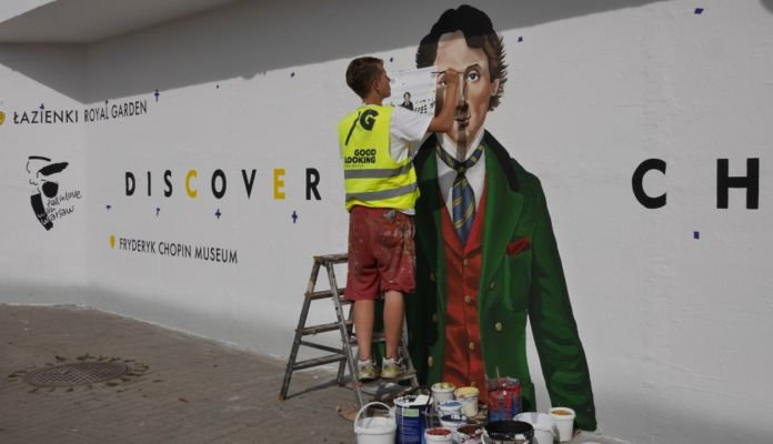 Malowanie muralu Fryderyka Chopina