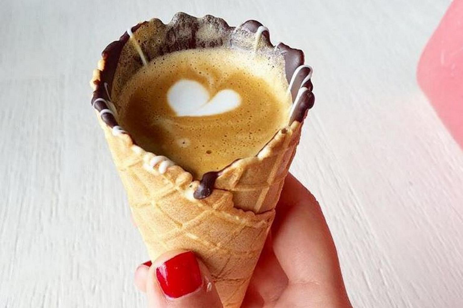 kawa w wafelku