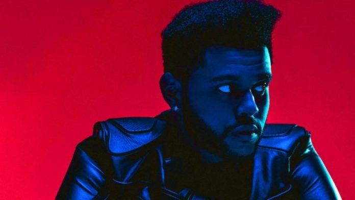 Czarnoskóry wokalista R&B w skórzanej kurtce, patrzący w bok