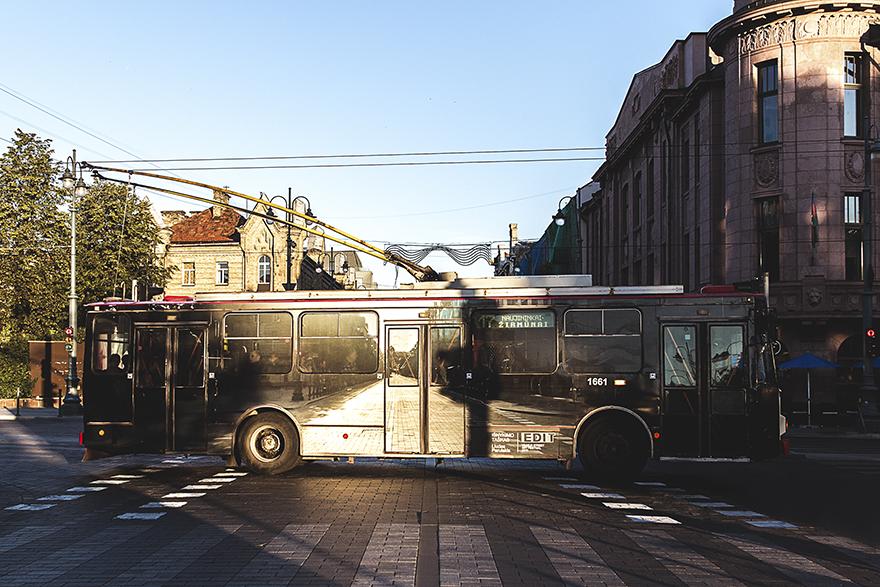 Trolejbus wymalowany na wzór ulicy