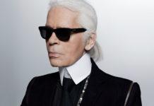 Mężczyzna w szarym kucyku i ciemnym okularach