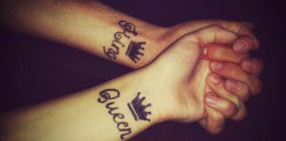Dwie ręce z wytatuowanymi koronami
