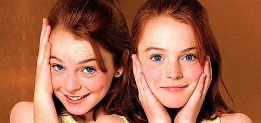 Dwie rude dziewczynki z piegami