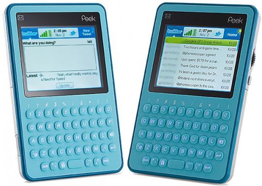 Niebieskie urządzenie z ekranem i klawiaturą