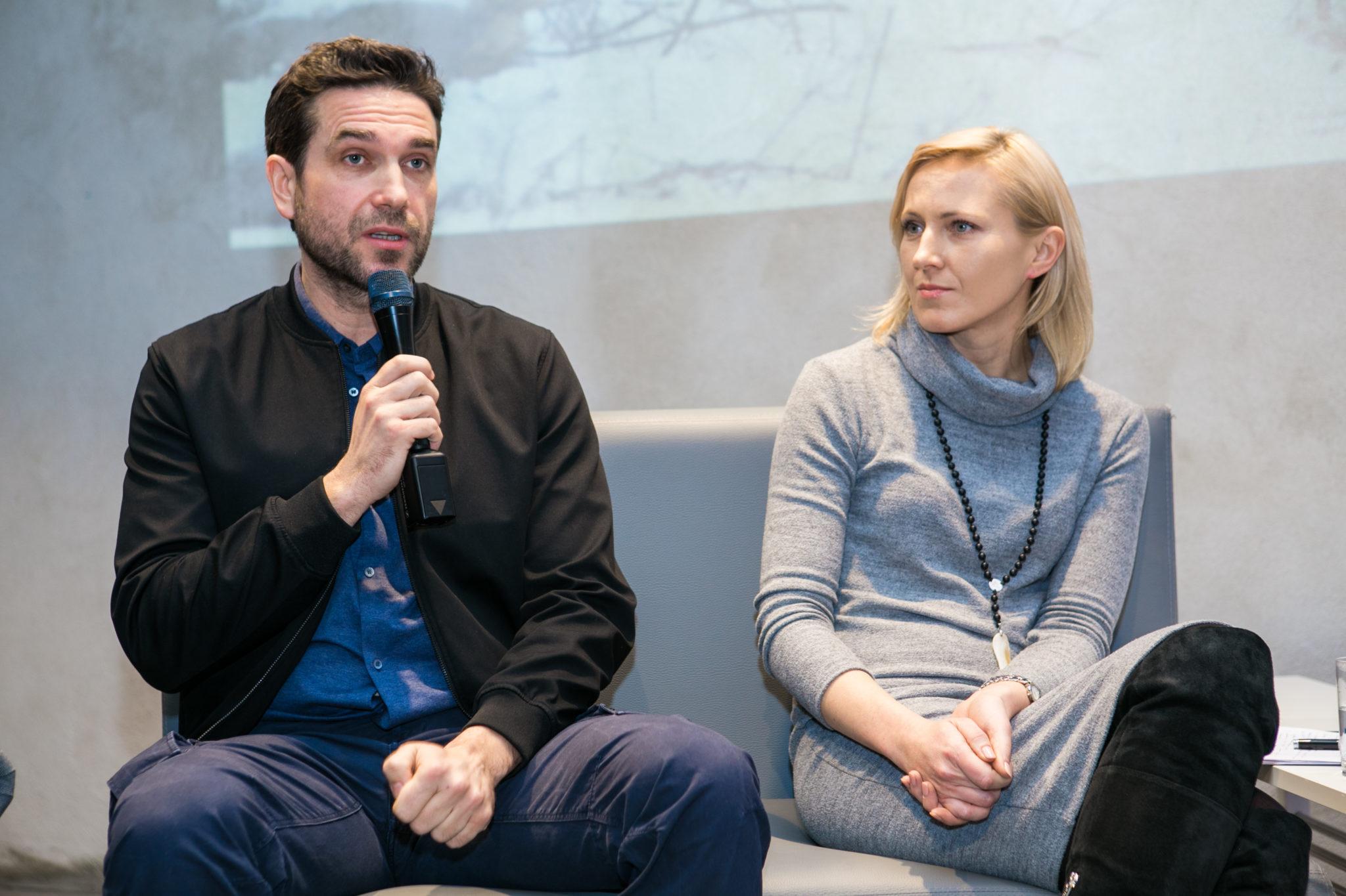 Marcin Dorociński z mikrofonem i Dorota Durakiewicz
