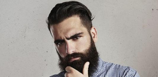 mężczyzna z brodą i tatuażem