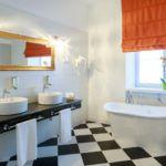 Nowoczesna łazienka z dwoma umywalkami i wanną
