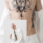 Wytatuowana klatka piersiowa i zdjęcie mężczyzny ubranego w biały garnitur
