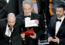 Trzech mężczyzn w garniturach