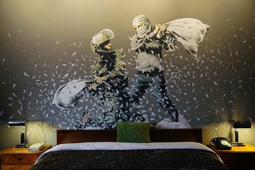 Mural w sypialni w hotelu Banksyego
