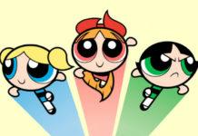 Trzy animowane dziewczynki, jedna niebieska, druga czerwona, trzecia zielona