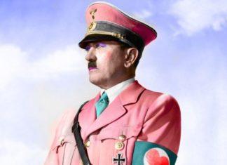 Mężczyzna z wąsem ubrany w różowy mundur