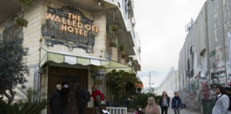 Hotel Banskyego na ulicy w Betlejem