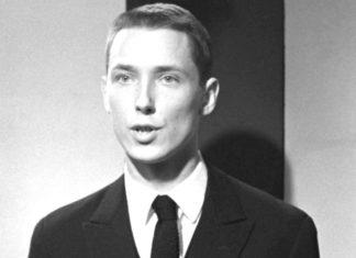 Mężczyzna ubrany w garnitur, czarno-białe zdjecie