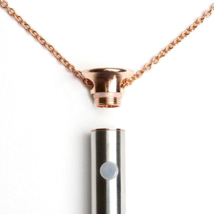 Naszyjnik wibrator z rozkręconą górą