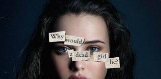 """Dziewczyna, brunetka, z przyklejonymi na twarzy karteczkami, układającymi się w zdanie """"why would a dead girl lie"""""""