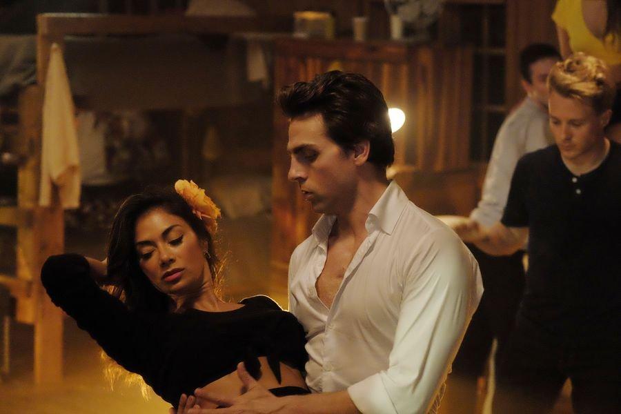 kobieta i mezczyzna w tancu