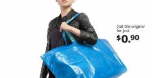 """Fotografia reklamowa kolorowa. Przestawia kobietę w czerni trzymającą dużą, niebieską torbę. Na uchwytach torby widać żółte napisy IKEA. Po prawej stronie u góry czarne napisy """"Get the original just for 0,99$"""""""