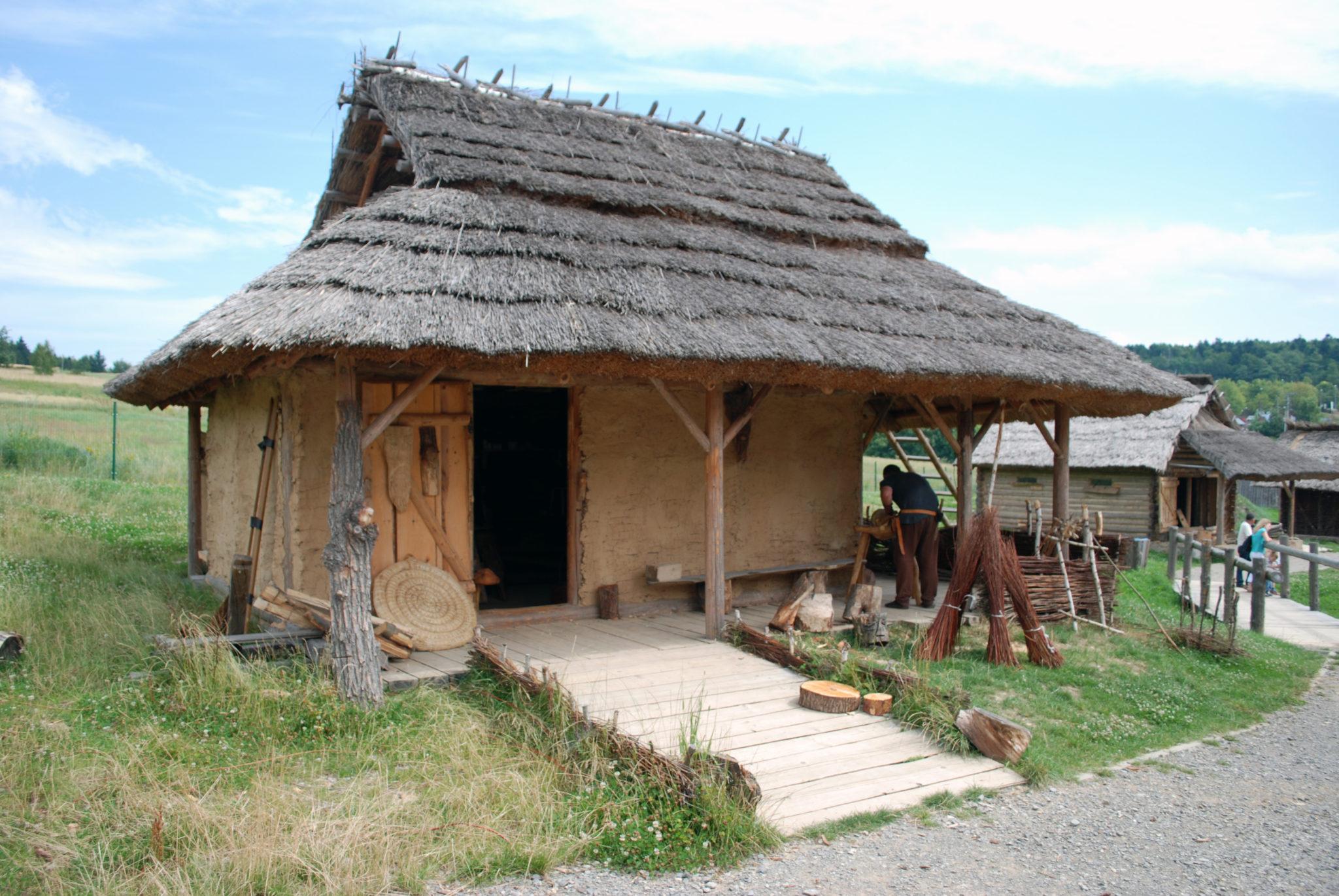 Średniowieczna drewniana chata