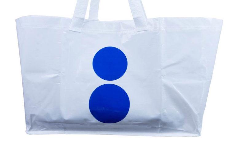Biała torba z dwoma kropkami z przodu