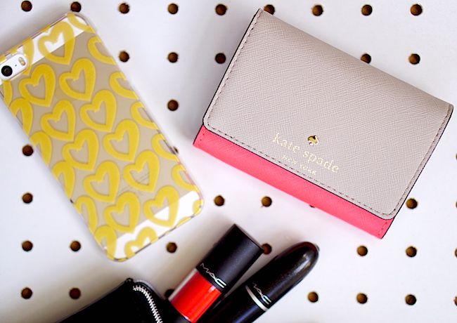 telefon, portfel i kosmetyki