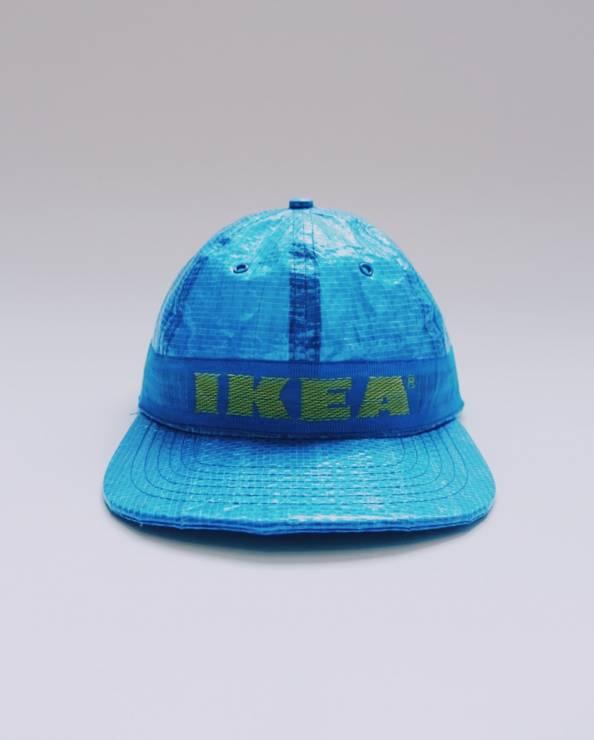Niebieska czapka z daszkiem z zoltym napisem ikea