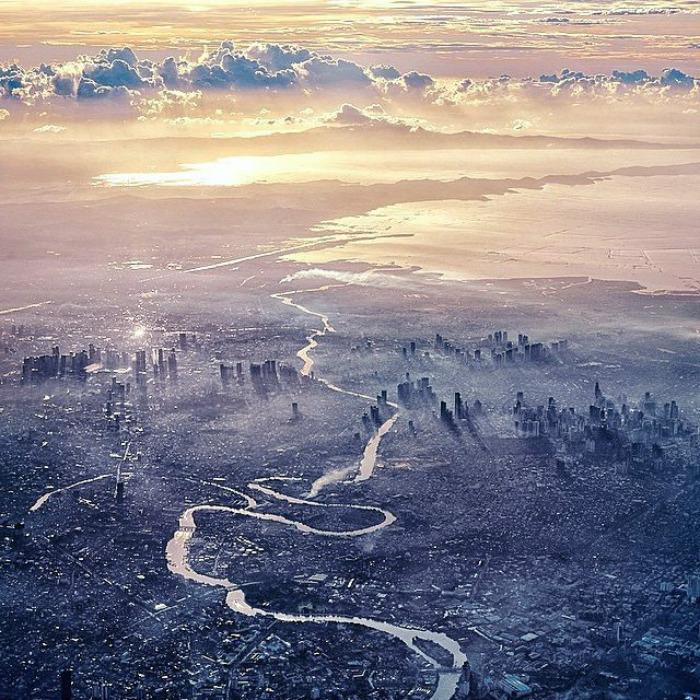 Na zdjęciu znajduje się rzeka, wpisana w krajobraz