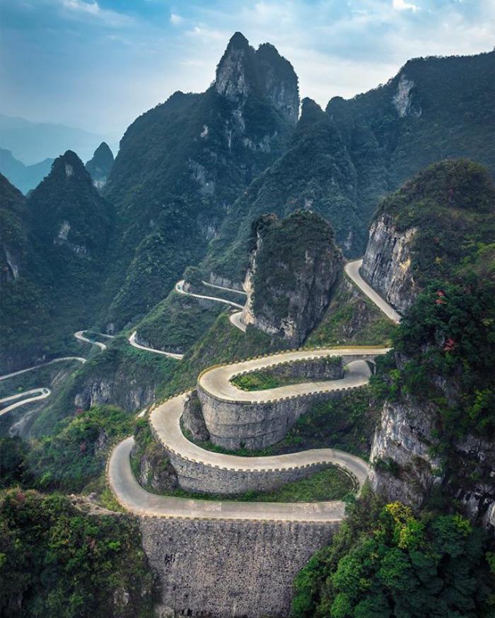 Zdjęcie przedstawia Wielki Mur Chiński