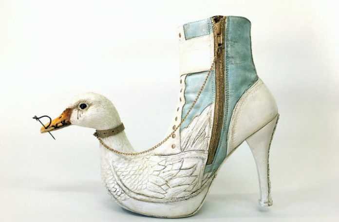 Buty przypominające łąbędzia