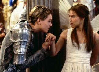 Chłopak ubrany w zbroję i dziewczyna ubrana w białą sukienkę