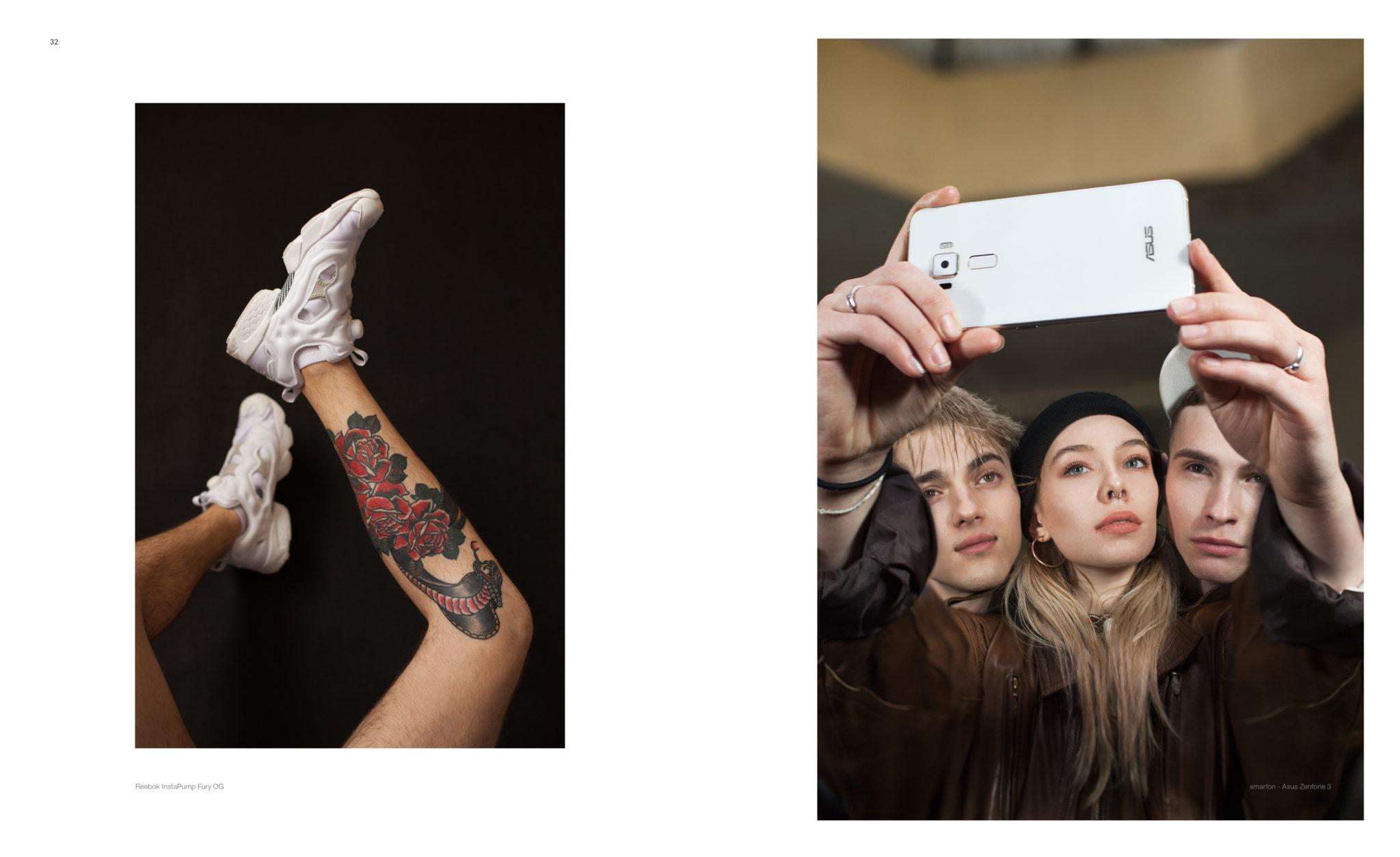 Sklejka z dwóch zdjęć: po lewej stronie męskie nogi z tauażem na łydce i białymi butami, po prawej: dziewczyna i dwóch chłopaków robiących sobie selfie
