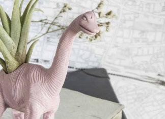 Doniczka w kształcie dinozaura