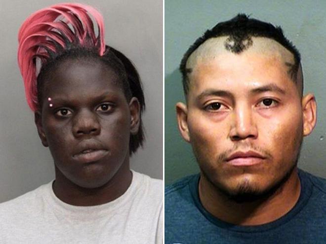 zdjęcie mugshot- jedna osoba ma grzywkę w kolorze różowym, drugi koleś ma wzorek z włosów na czole
