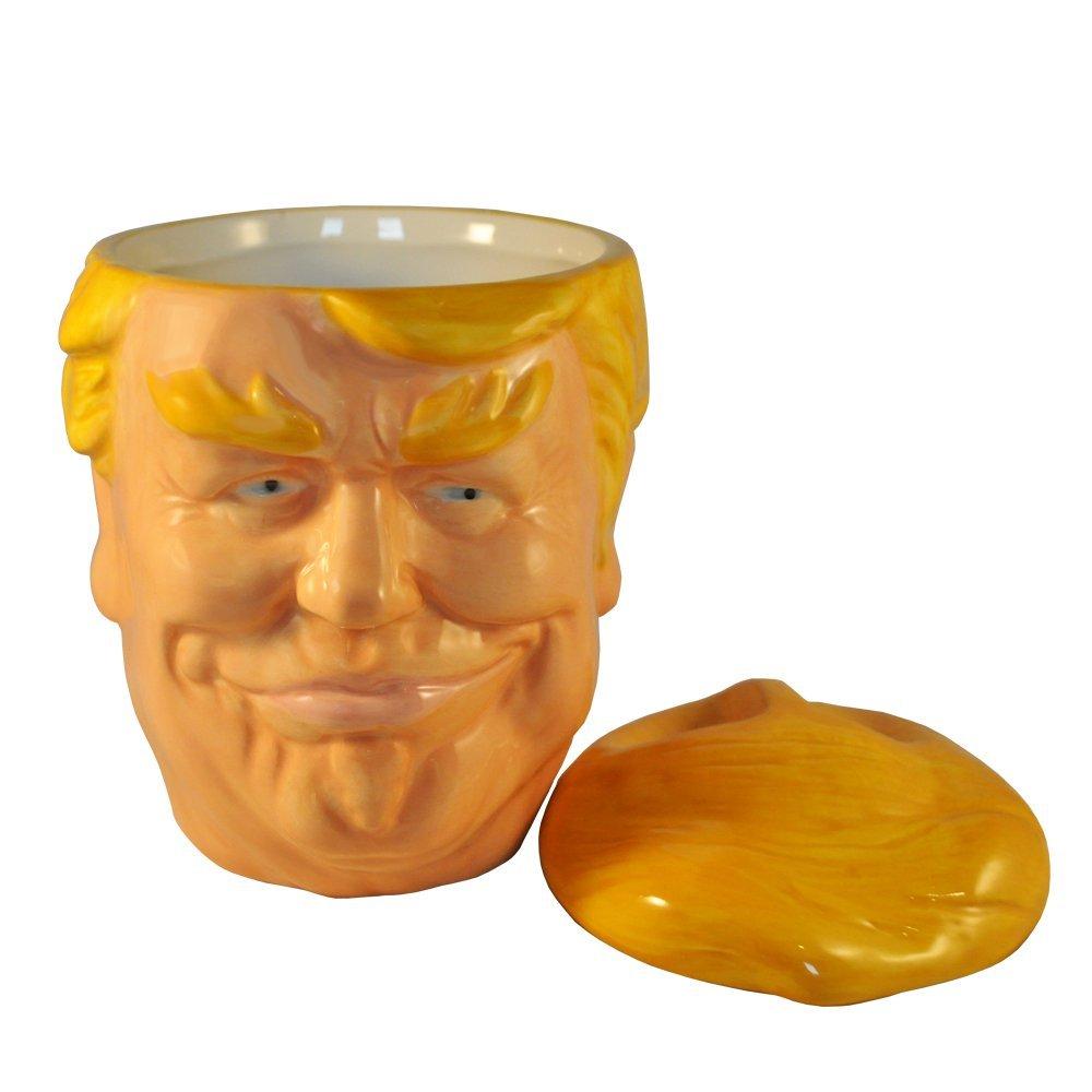 Ceramiczny kubek z twarzą Donalda Trumpa z przykrywką w kształcie jego fryzury