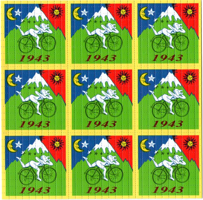 Grafika przedstawiająca 9 znaczków pocztowych na których upamiętniona jest sławna przejażdżka rowerem człowieka, który wynalazł narkotyk nazywany LSD. Widać jaskrawe, charakterystyczne dla spożycia kolory oraz męzczyzne, który w nietypowej pozie, jakby był pod wpływem substancji porusza się rowerem.