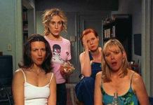 Cztery kobiety ze zdziwionymi minami