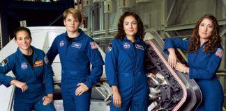 Cztery dziewczyny w kombinezonach NASA