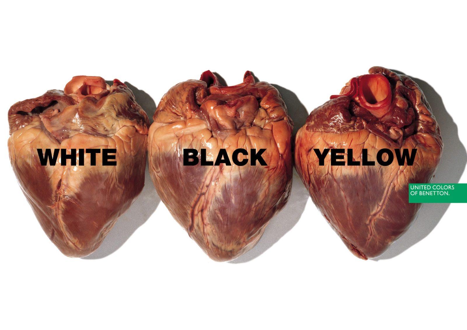 Fotografia reklamowa marki Benetton. Na zdjęciu widać trzy ludzkie serca po kolei podpisane - white, black, yellow.