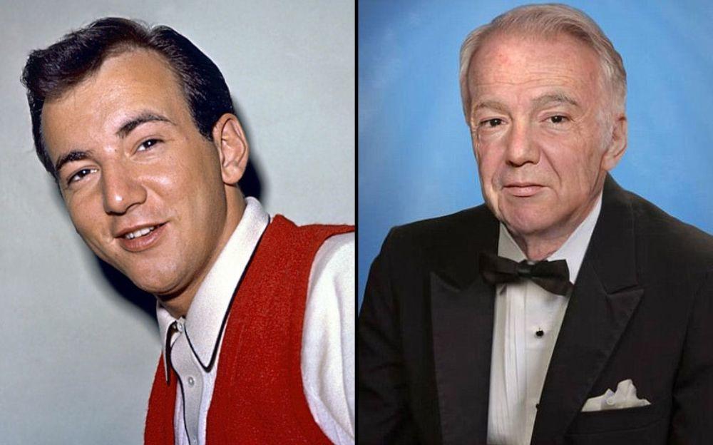 Po lewej stronie mężczyzna w białej koszuli i czerwonej kamizelce, po lewej ten sam mężczyzna z siwymi włosami w garniturze