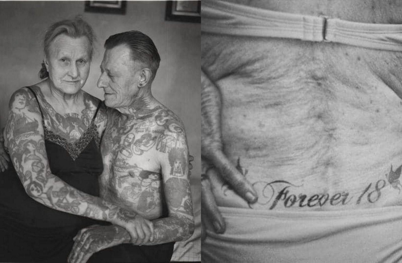 Para, kobieta i mężczyzna oboje cali w tatuażach i Tatuaż forever 18 na wysokości kości ogonowej starszej kobiety