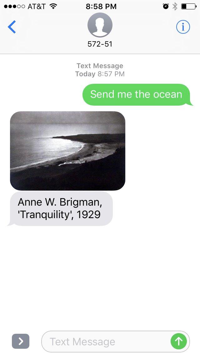 Czarno biale zdjecie oceanu i brzegu plazy wykonane przez Anne W.Brigman i wysłane przez SFMOMA w ramach programu dzielenia sie sztuka poprzez wiadomosci sms