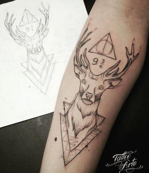 Tatuaż z połączeniem motywów z serii