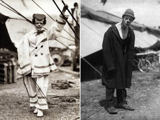 Dwa klauny w strojach marynarzy.