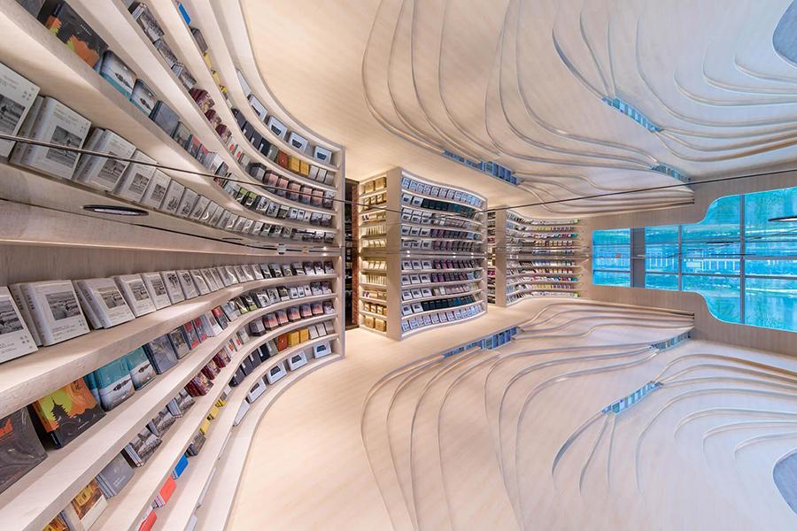 Futurystyczne wnętrze księgarni