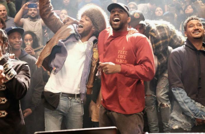 Kid Cudi i Kanye West wiwatują fanom.