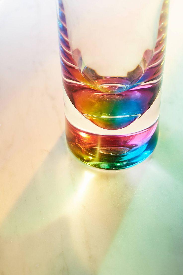 Szklanka z efektem tęczy na dnie