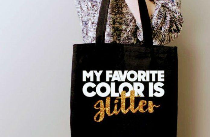 Screenshot z twittera osoby, ktora zwraca uwagę na fakt, ze napis glitter mozna pomylic z Hitler na torbie zaprojektowanej przez firmę BelleChic